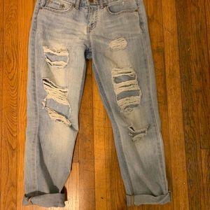 Light wash, ripped, aero mom jeans!!
